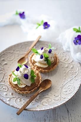 Banoffee Tarts with Banana Cassia Cream